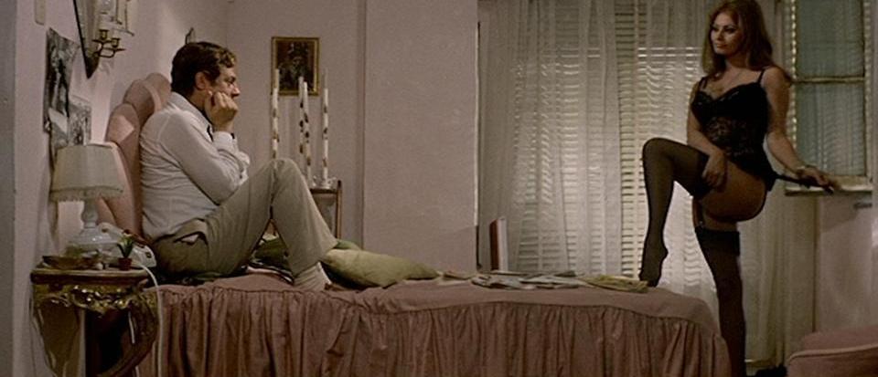 Ieri_oggi_domani - Sophia Loren - calze